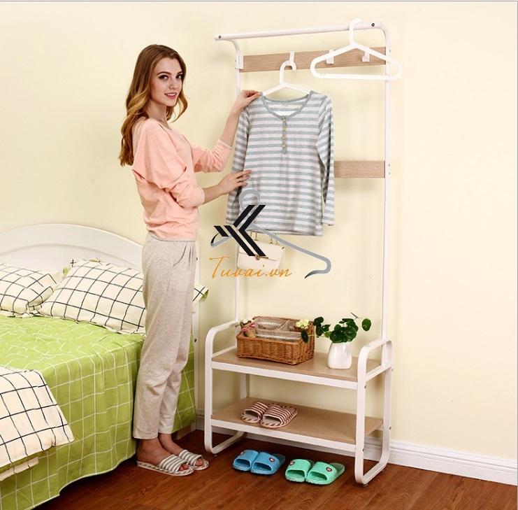 Giá treo quần áo để cạnh giường ngủ tiện lợi
